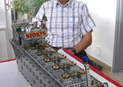 Bild 1 Tankschiff-VIOLA Modell und Erbauer Ernst Lüscher