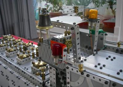Bild 6  Brücke mit Glocke und Positionslichtern